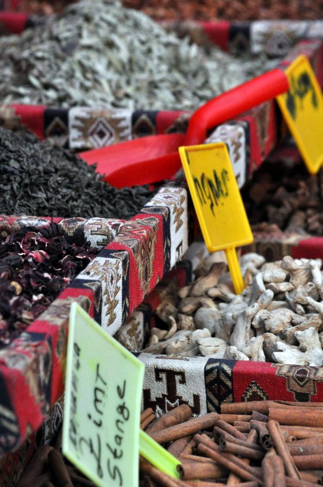 Turkse markt met kruiden