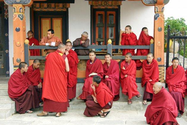 Wachten op de ceremonie voor de derde koning van Bhutan