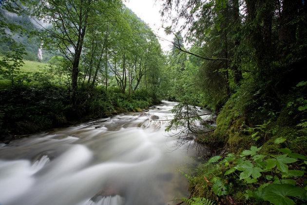 Rivier nabij Bad Gastein Oostenrijk