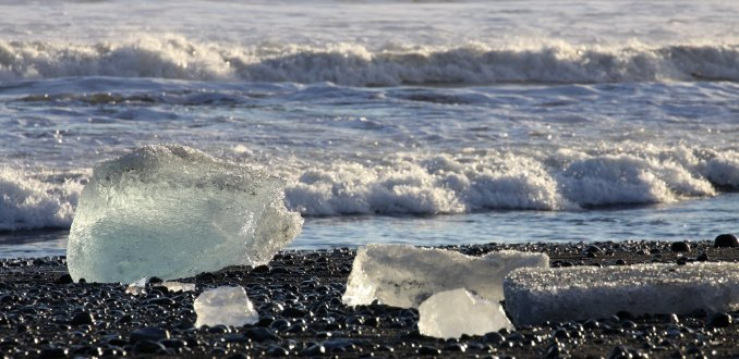 ijsschotsen op het strand