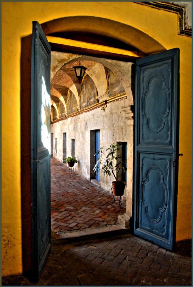Gele muren @ Santa Catalina Klooster