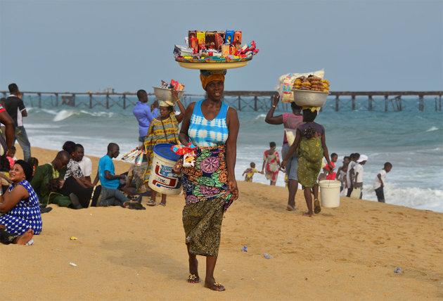 Aan het strand in Lome, de hoofdstad van Togo