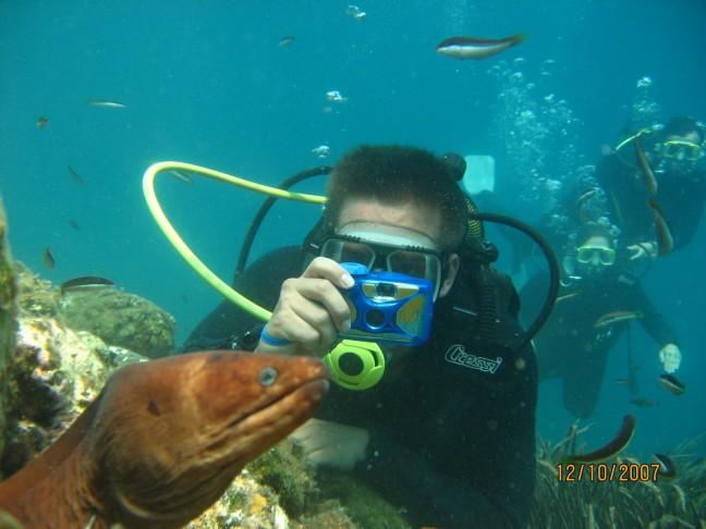 Onder water bij de kust van kusadasi