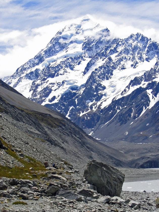 Prachtige besneeuwde bergen en gletsjermeren in Nationaal park Aoraki/Mount Cook.