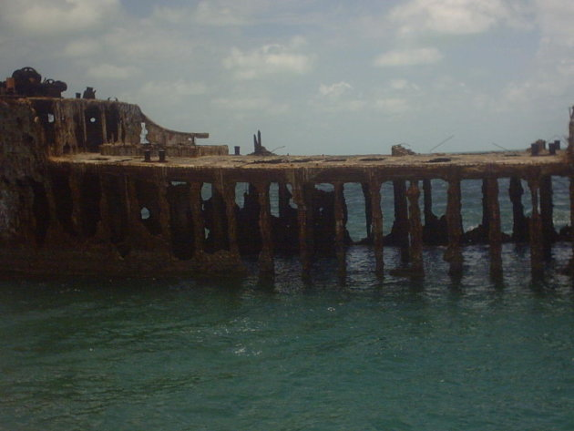 restant betonnen boot,mooi voor een snorkeltrip