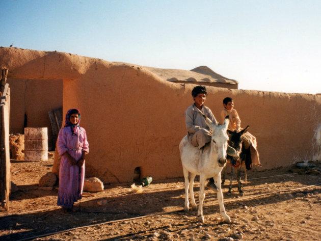 kinderen in een dorpje
