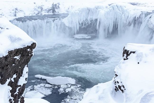 Doorkijkje naar waterval Godafoss in Noord IJsland