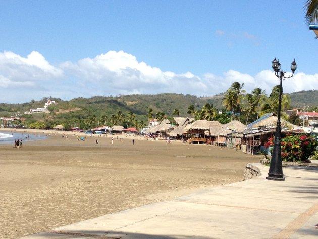 Het relaxte gezellige strand van San Juan del Sur