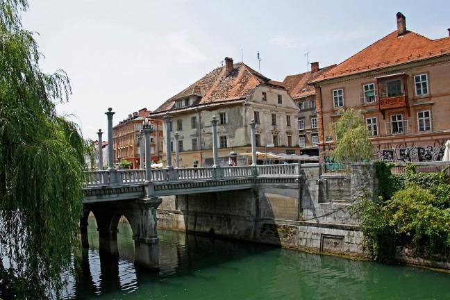 Mooie brug in Ljubljana
