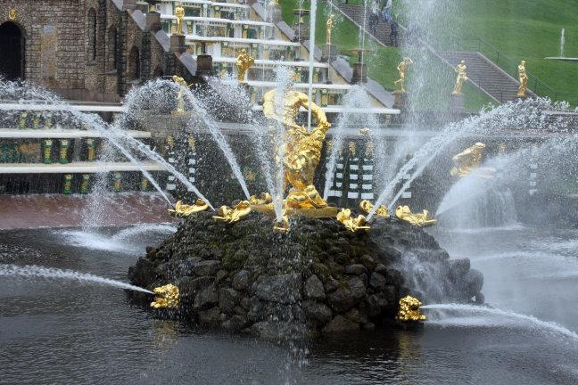 Detail van de cascade van de Petershof