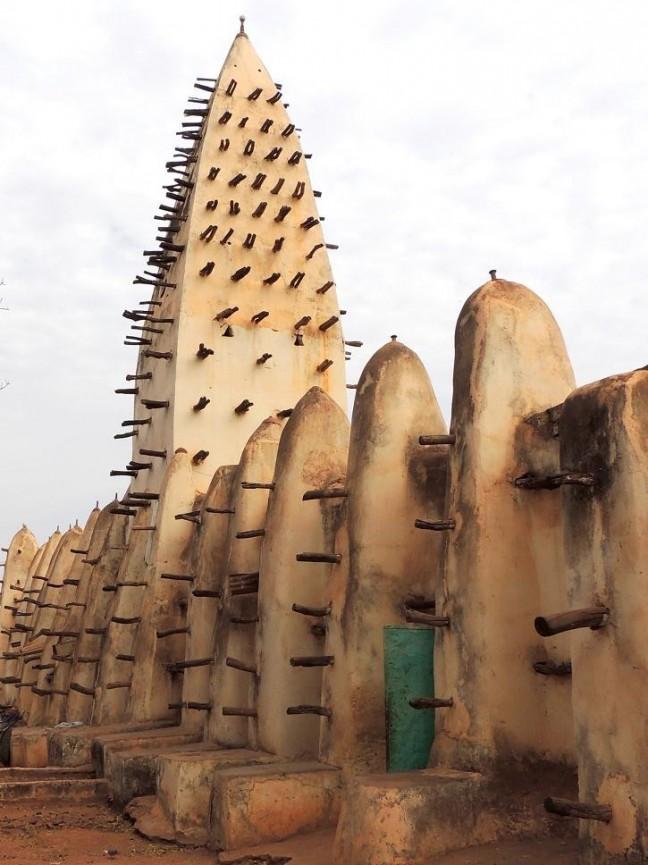 De oude moskee van Bobo Dioulasso