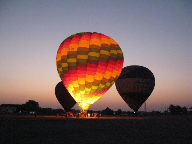 Ballon vaart boven oud Egypte