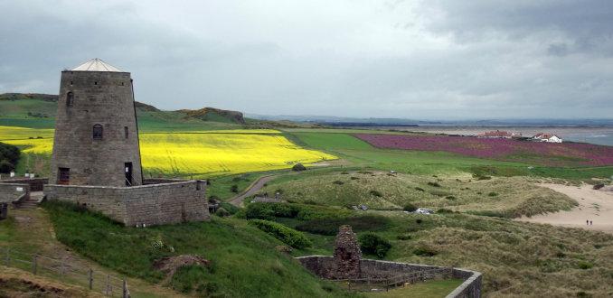 Vanaf de muur  van Bamburgh Castle