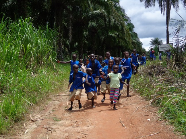 Bezoekers in het dorp