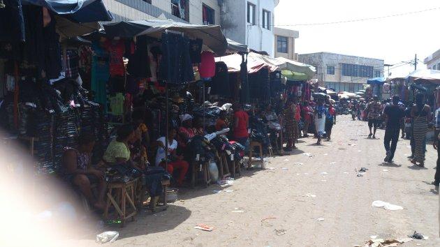 De lokale markt in Lome,