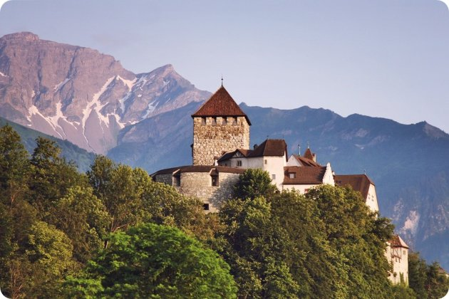 slot Vaduz ligt koninklijk hoog