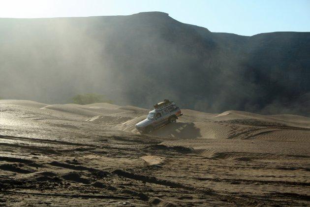 Landcruiser in de woestijn