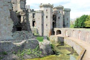 Raglan Castle een bijzonder kasteel