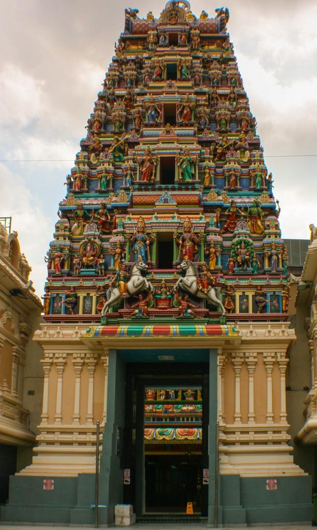 De poort van Hindoe tempel