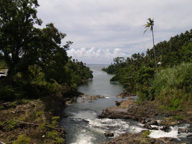 uitkijk op de pacifische oceaan vanaf het eiland Upolu