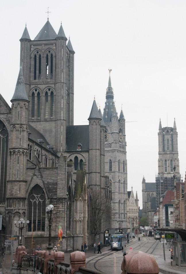 De drie torens, vanaf de St. Michels brug