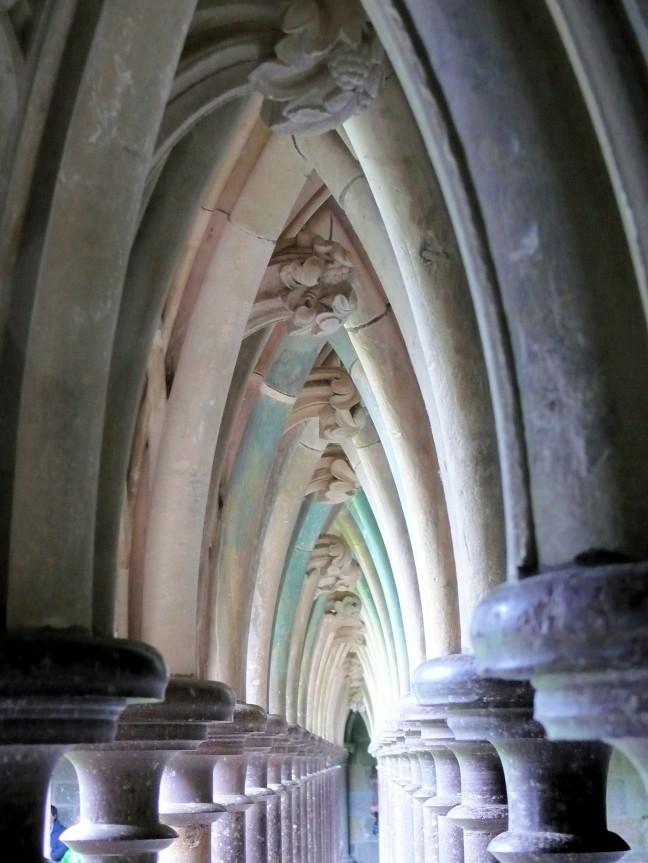 Zuilenboog van de abdij Mont Saint-Michel