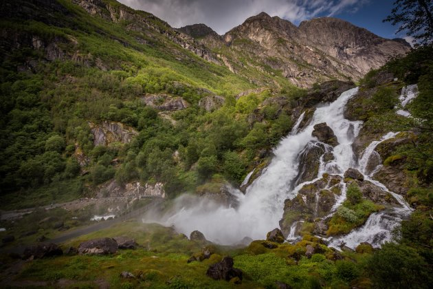 Waterval aan de Briksdalgletsjer