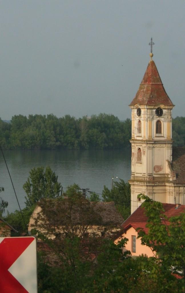 Kerkje bij de Donau