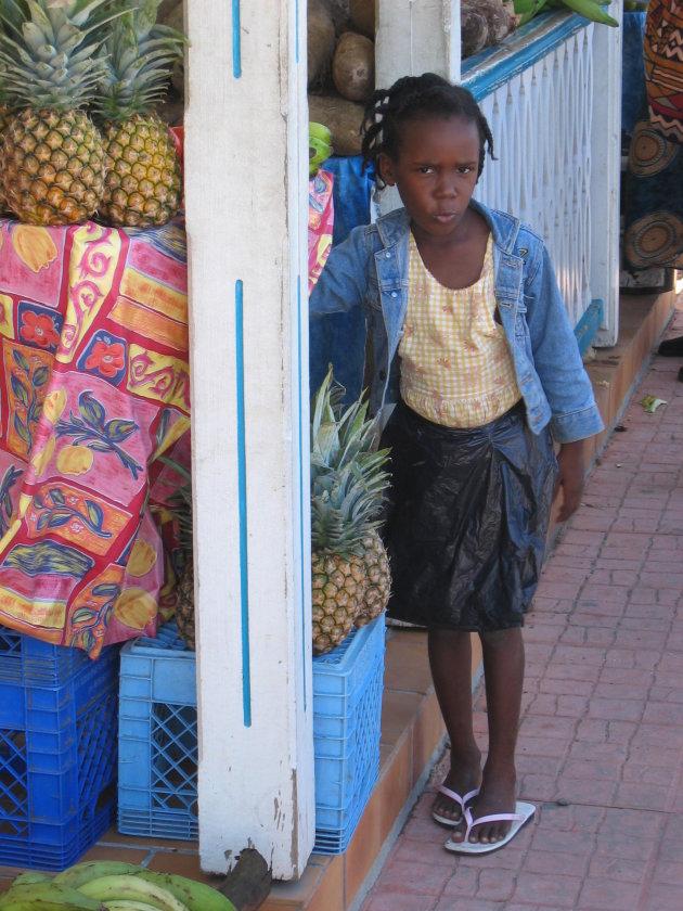 meisje op een markt