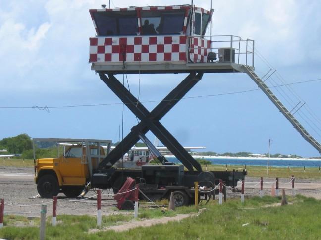 de verkeerstoren van het vliegveld van Los Roques