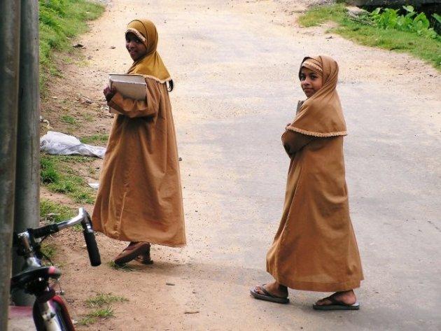 vrolijke moslim meisjes