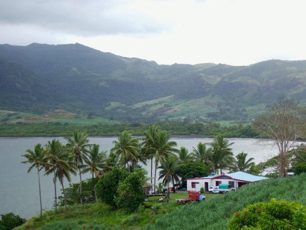 Huis aan een baai op hoofdeiland Viti Levu