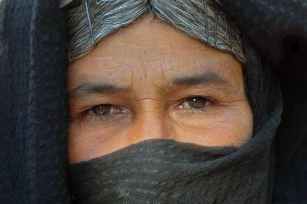 Vrouw in de Sinaï woestijn