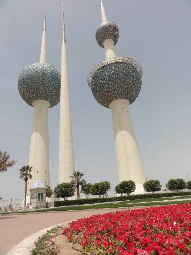 Kuwait towers langs de Boulevard in Kuwait City