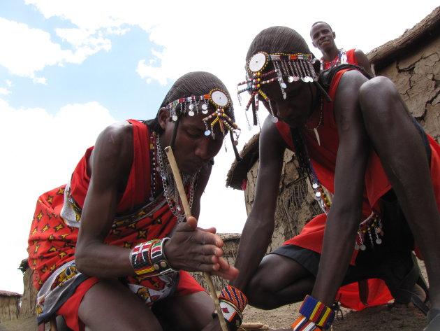 Vuurtje maken met de Masai