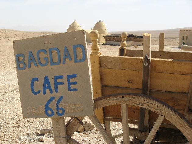 café in de woestijn van Syrië richting Palmyra