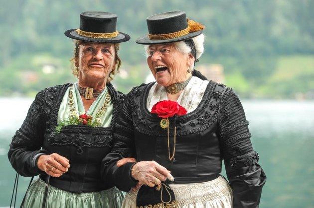 keuvelende dames