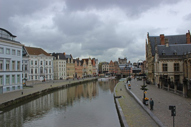 Donkere wolken boven Gent