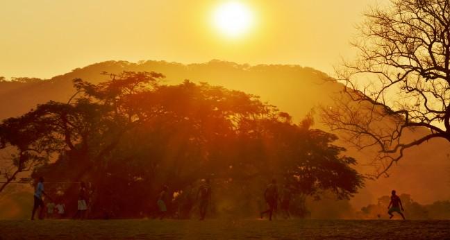 Voetballen bij Zonsondergang