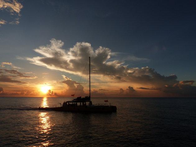 Zonsondergang bij de kliffen van Negril
