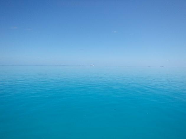 Het water is echt zo blauw als de lucht soms op Sun Island
