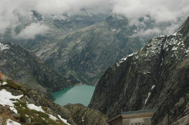Uitzicht vanaf Gelmerhütte (2.440 m) op Gelmersee