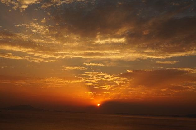 De zon gaat onder in Sorrento