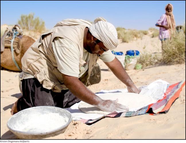 Brood maken in het zand