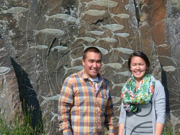 Verlegen Inuit jongeren