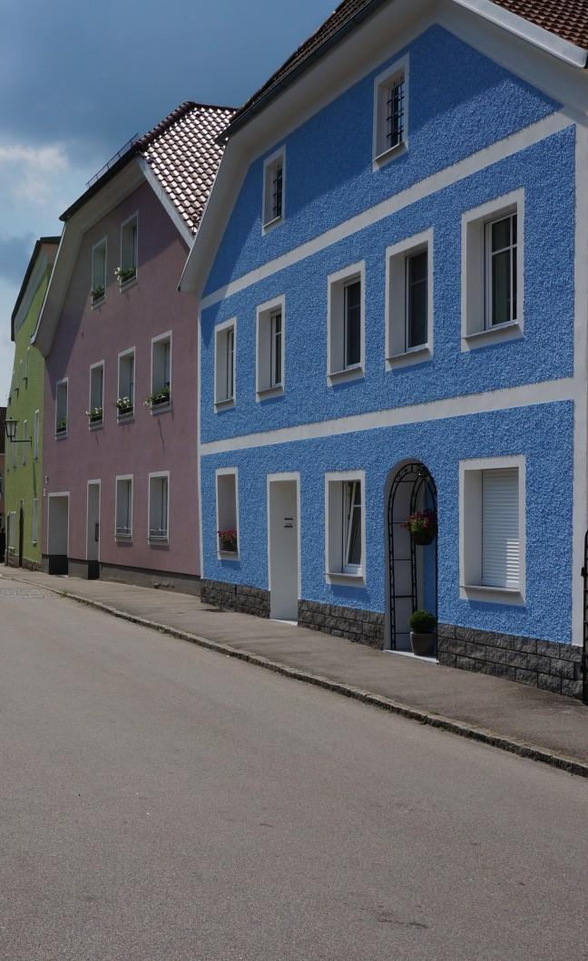 Gkleurde huizen aan de Donau