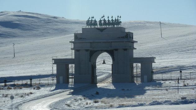 poort bij Djenghis Khan mausoleum