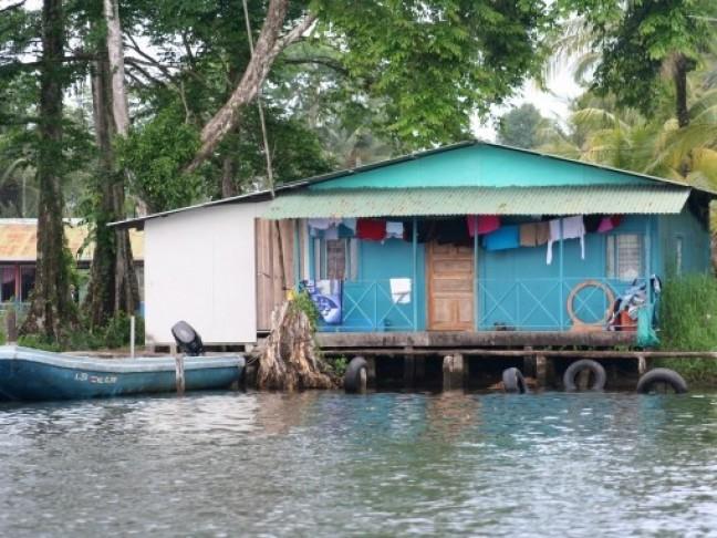 Huisje aan het water