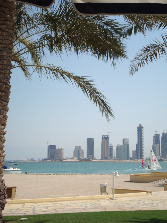 skyline vanaf strandbed