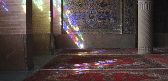 Lichtval in de roze moskee